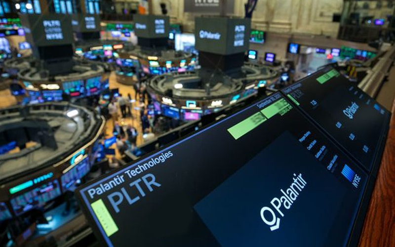 Palantir Slips after Fourth-Quarter Loss. Revenue Higher than Projected