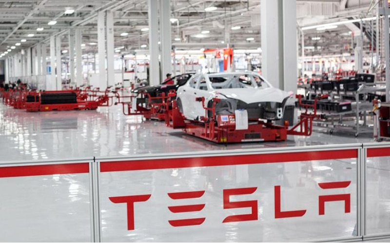Tesla Suspends Model 3 California Production Line